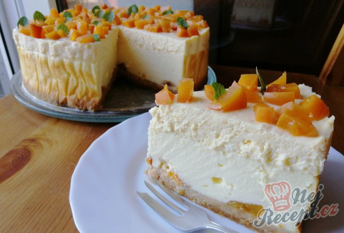 Vanilkový cheesecake s broskvemi