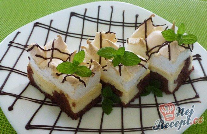 Tvarohový koláč s bílkovou pěnou