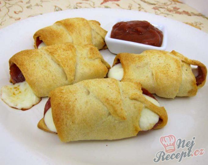 Salámovo-sýrová chuťovka s česnekovou příchutí