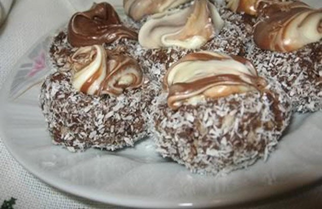 Čokoládová hnízda s kokosem a nutellou
