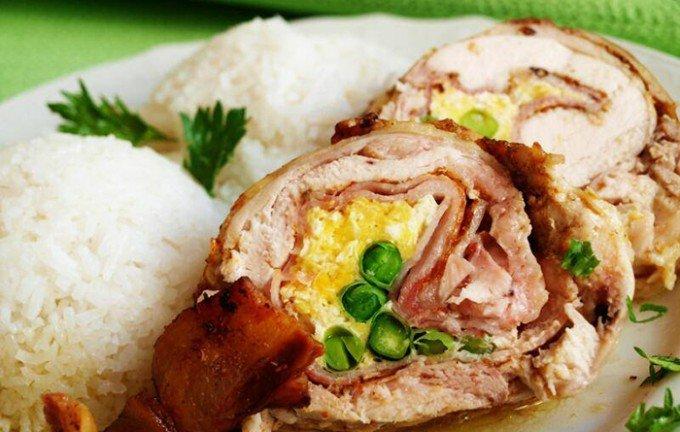 Kuřecí roláda se smaženými vejci a hráškem