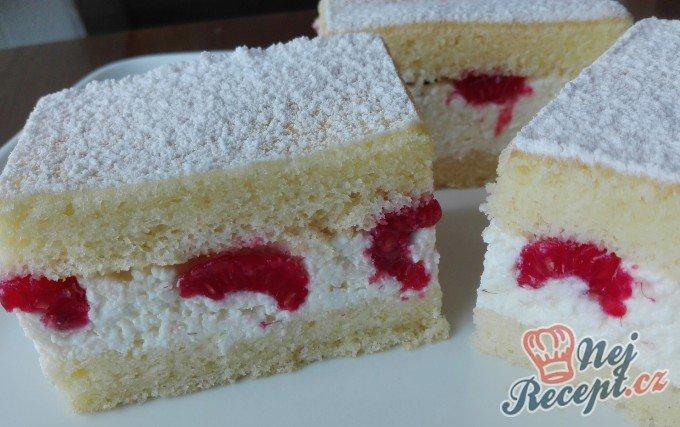 Expresní tvarohový koláč s malinami
