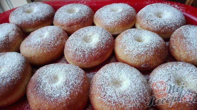 Tradiční sladké koblihy