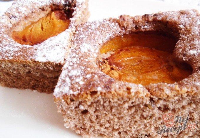 Meruňkový koláč s ořechovým těstem