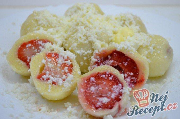 Nejjednodušší ovocné knedlíky z tvarohového těsta